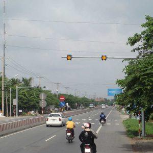 Cột đèn tín hiệu giao thông vươn 6-8m