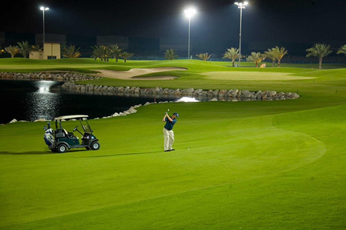Đèn pha led công suất lớn 1000W được ứng dụng rất phổ biến tại những nơi cần diện tích chiếu sáng rộng như sân Golf
